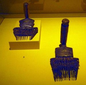 2-loom-combs
