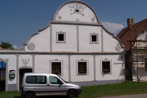 so-bohemia-folk-baroque-architecture